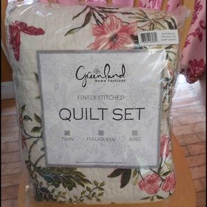 NWT Greenland twin quilt set